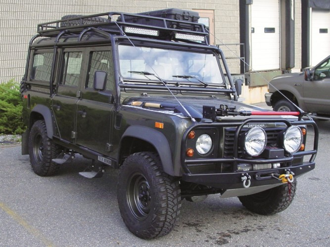 Safety devices new development land rover defender for Interieur defender 90