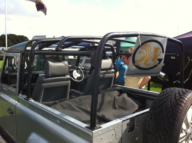 Land Rover Defender 90 300tdi Soft Top 6 Point Bolt In