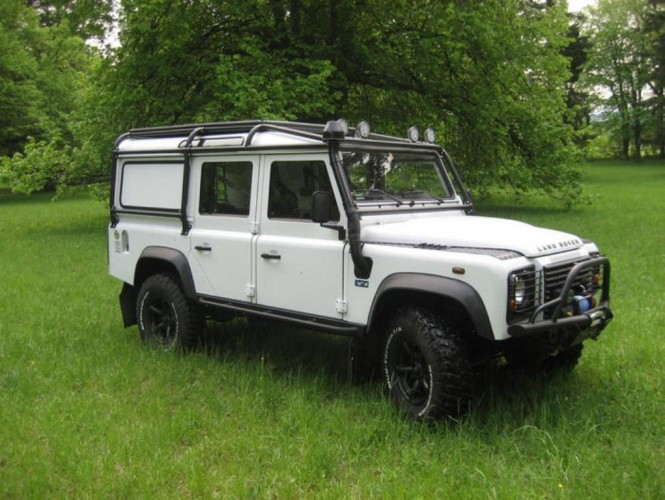 land rover defender 110 station wagon multi point bolt in roll cage safety devices experts. Black Bedroom Furniture Sets. Home Design Ideas
