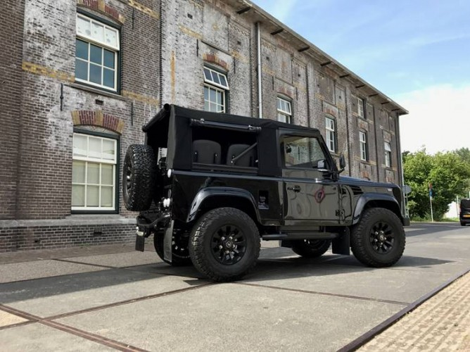 Land Rover Defender 90 Td5 Soft Top | Safety Devices – Experts In