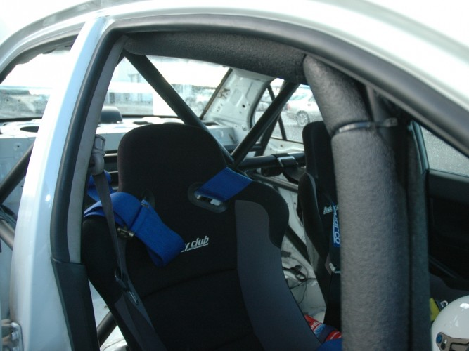 Mitsubishi Lancer EVO 8 6 Point Bolt-in Roll Cage | Safety Devices