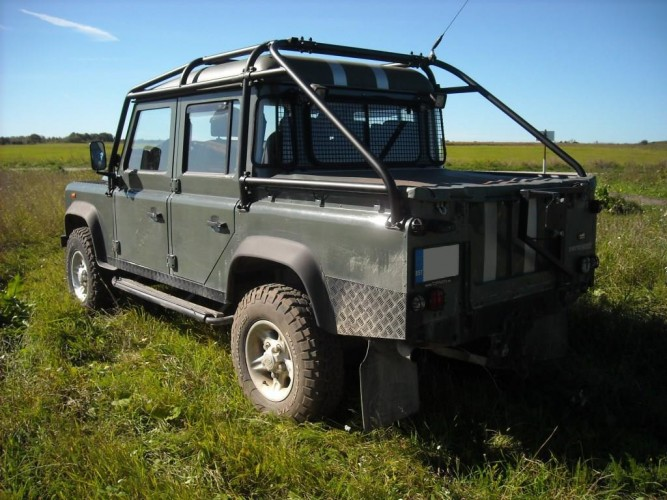 Land Rover Defender 110 Crew Double Cab Pick Up 6 Point
