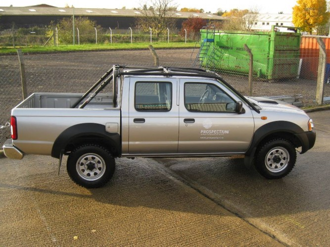 Nissan Np300 Double Cab Pick Up Multi Point Bolt In Roll