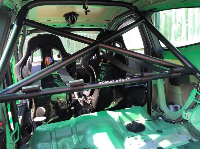 Renault Clio Mk3 RS 197 And 200 6 Point Bolt-in Roll Cage