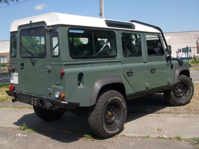 Land Rover Defender 110 Station Wagon Multi Point Bolt-in Roll Cage