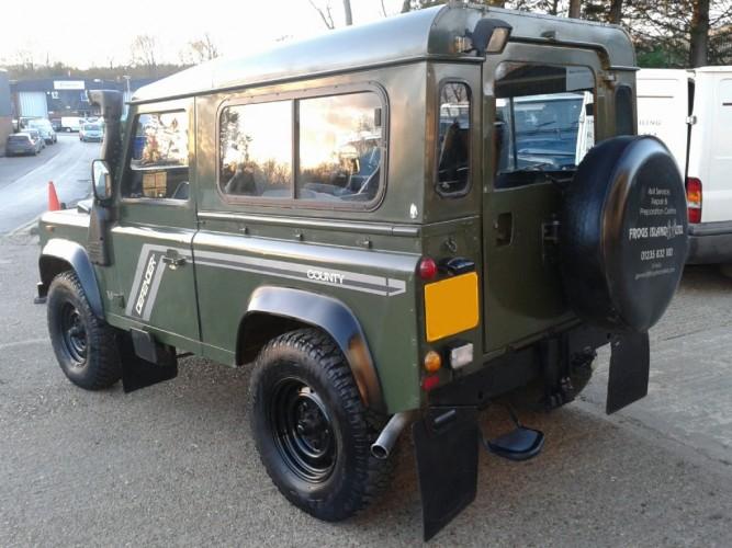 land rover defender 90 200tdi station wagon style bar | safety