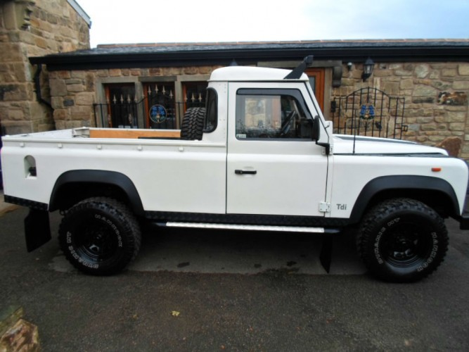 land rover defender 110 200tdi pickup 6 point bolt in roll cage safety devices experts in. Black Bedroom Furniture Sets. Home Design Ideas
