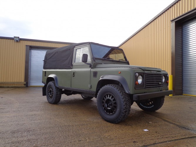 Land Rover Defender 110 200tdi Soft Top Safety Devices