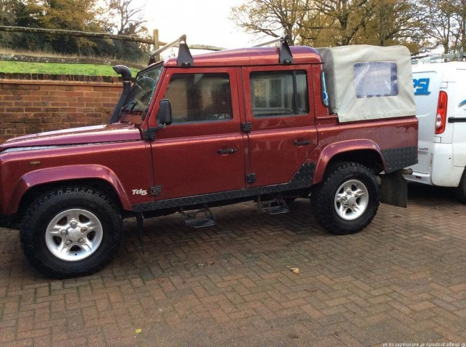 land rover defender 110 td5 double cab pickup multi point bolt in roll cage safety devices. Black Bedroom Furniture Sets. Home Design Ideas